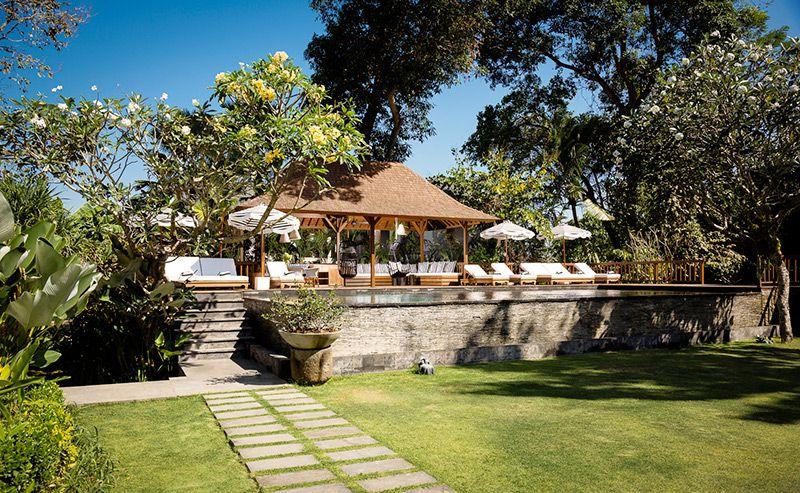 Simona-Oasis-and-Spa-Pool-and-lawn