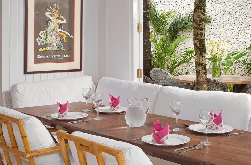 villa-lulito-breakfast-table