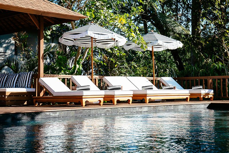 Simona-Oasis-and-Spa-Deckchairs-line-the-pool