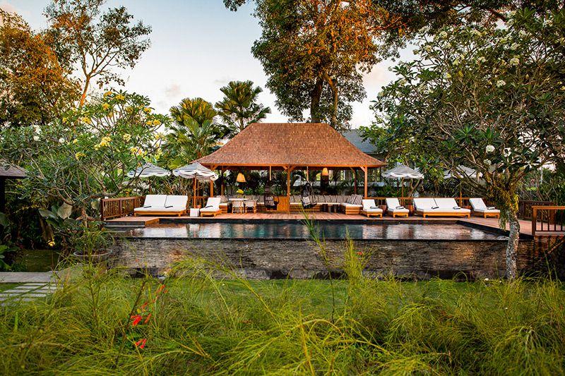 Simona-Oasis-and-Spa-Garden-view-of-pool